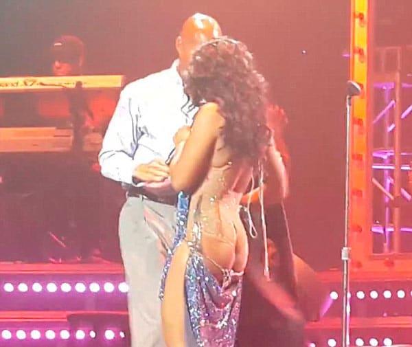 Toni braxton naked on stage